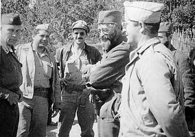 Генерал Дража Михаиловић са члановима америчке војне мисије, јесени 1944.